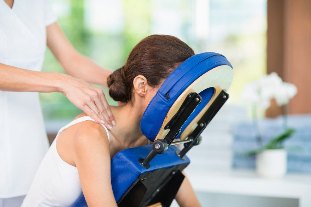 Woman-getting-a-chair-massage